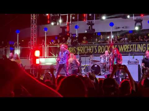 "Corey Taylor & FOZZY Cover THE KINKS ""You Really Got Me"" on Chris Jericho Cruise 