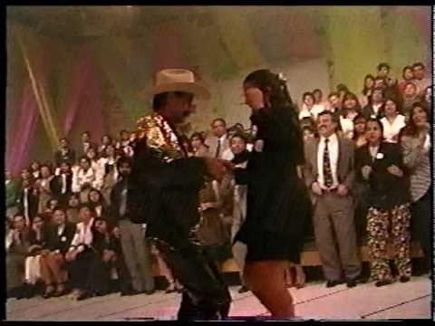 Banda Pequeños Musical - La Chiquilina, Niña De Mis Sueños Y Nunca Me gusto Bailar 1995 (En vivo)