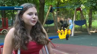 Сломанные качели на детской площадке в Москве едва не сделали девочку инвалидом