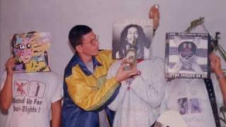 RADIO PANAMA - Mas De Dos Mil Bandidos