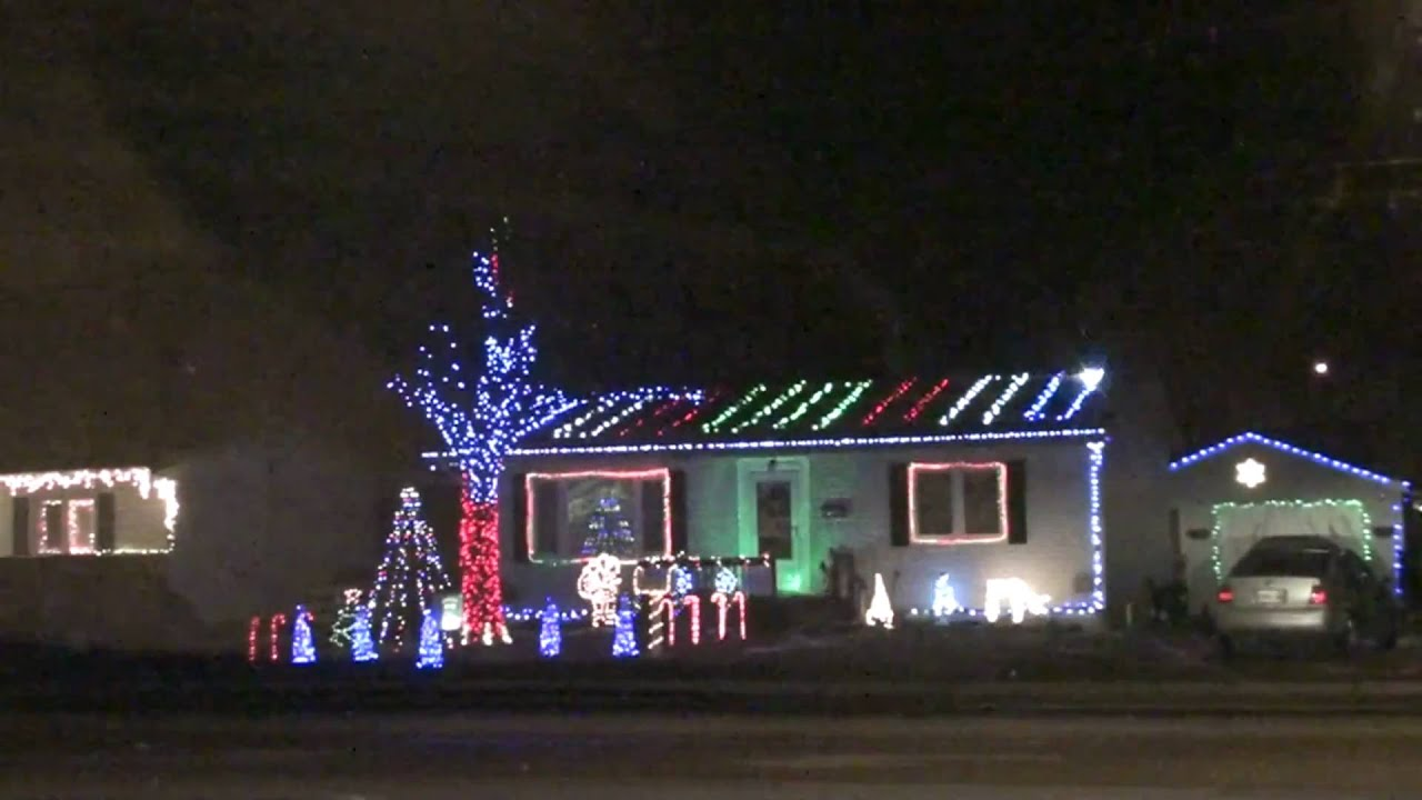 amazing christmas lights set to music in beamsville ontario - Christmas Lights Synchronized To Music
