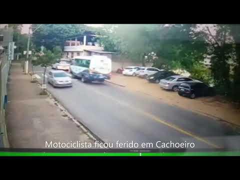 Motociclista atinge carro e é arremessado para o alto
