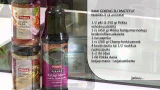 Bami goreng eli paistetut nuudelit ja trooppinen smoothie