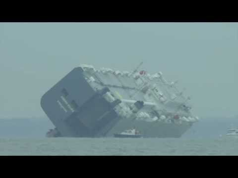 Hoegh Osaka (Isle of Wight / The Solent)  - Cargo Ship Aground Video