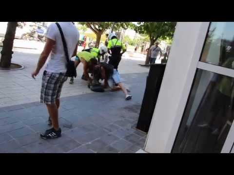 Spanish police bust a drug dealer in front of Casino Barcelona