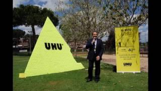 UHU supera la prueba de construir 'la pirámide de pelotas de tenis más grande del mundo'