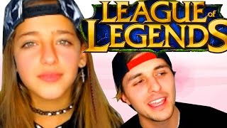 Enseño a mi Hermana (de 10 años) A JUGAR League of legends | LoL thumbnail