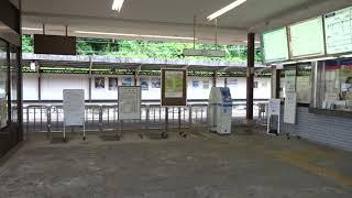 近鉄湯の山線湯の山温泉駅の改札口の風景