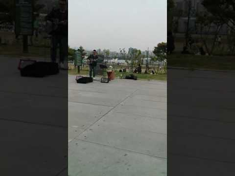 OUTDOOR KOREAN PERFORMER IN SEOUL LOVE PARK - MAY 2015