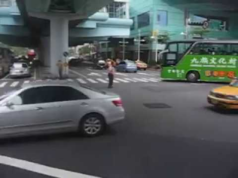 Taipei-downtown-busy-street-scene.AVI