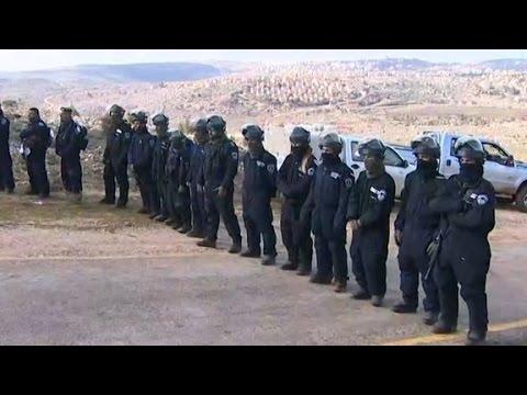 Israeli police evacuate Amona settlement