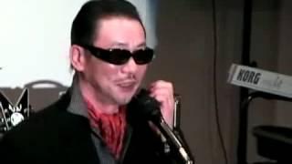 友人宅のプライベートスタジオでクリスタルキングのムッシュ吉崎さんが...