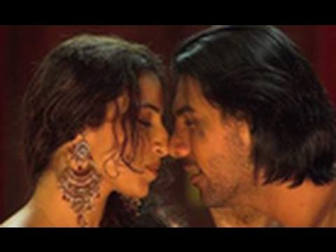 Latest kiss in bollywood