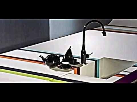 Moderne Küche Arbeitsplatte Von DuPont Dient Als Kabelloses Ladegerät
