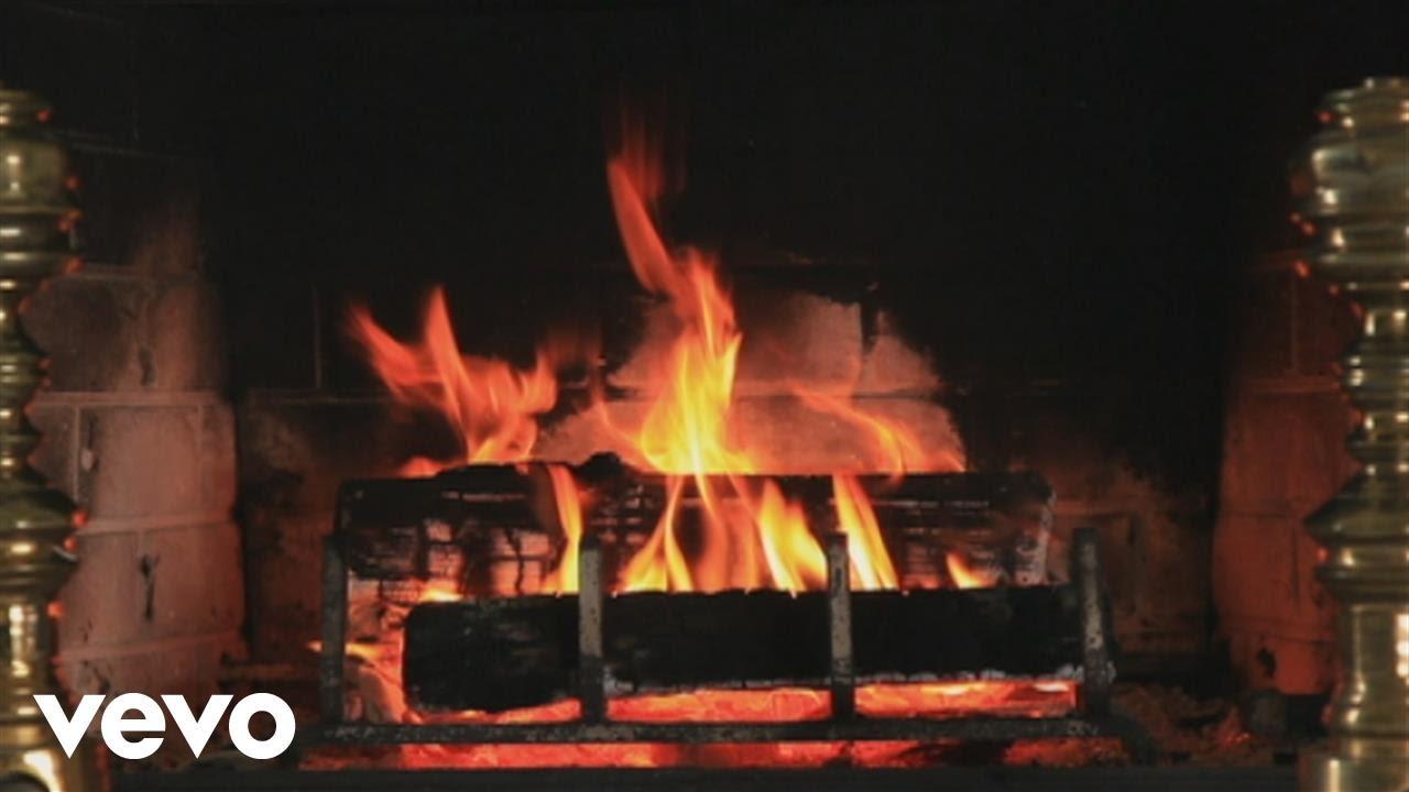 Kurt Elling - This Christmas (Yule Log Video) - YouTube