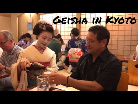 DINNER WITH AN APPRENTICE GEISHA! |Kyoto, Japan Vlog|