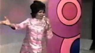 here s a young aretha show casing chain of fools on the mike douglas show 1967 mp4