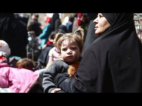 استمرار خروج المدنيين من الغوطة وأنباء عن تسوية في عربين وزملكا وجوبر وعين ترما…  - نشر قبل 16 دقيقة