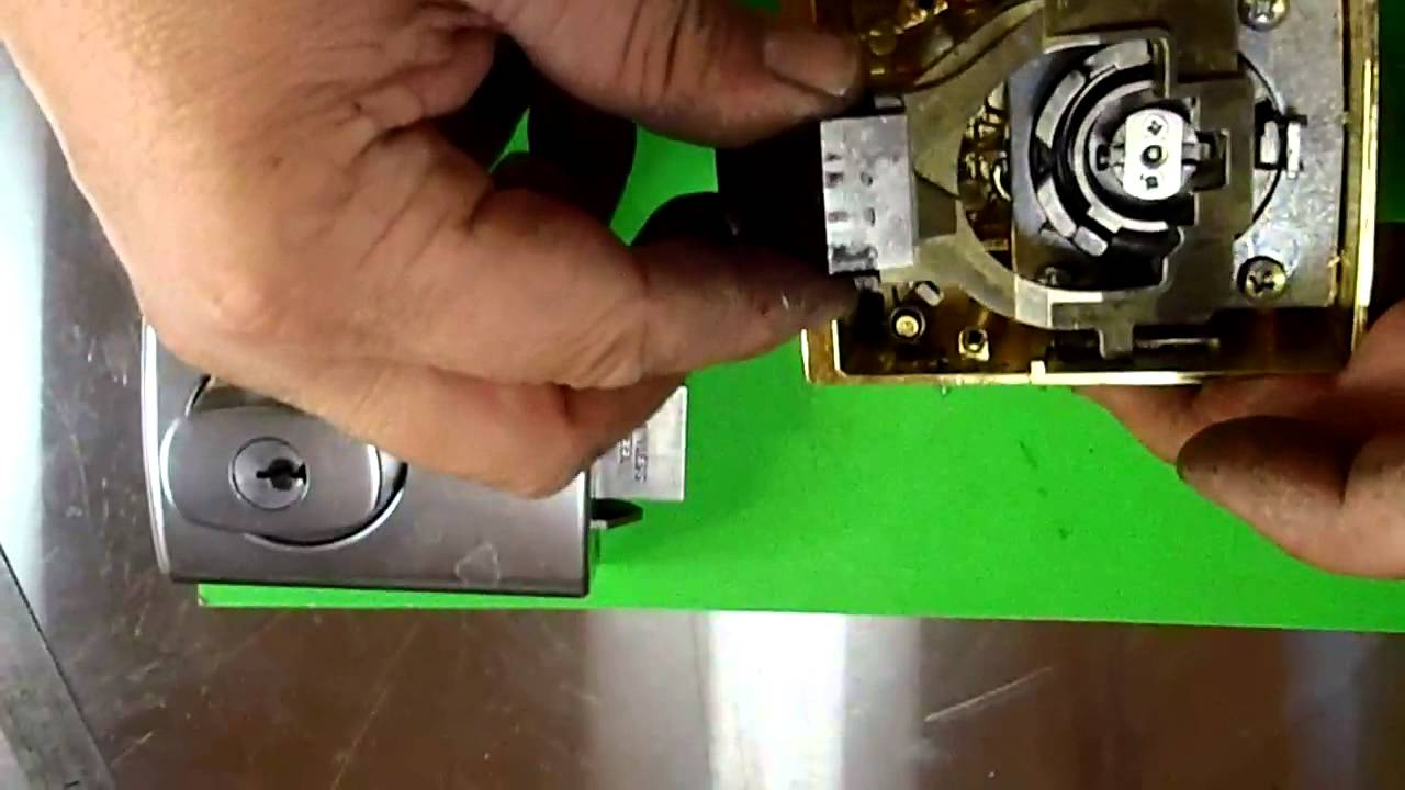 Change The Direction Of The Latch For Lockwood 001
