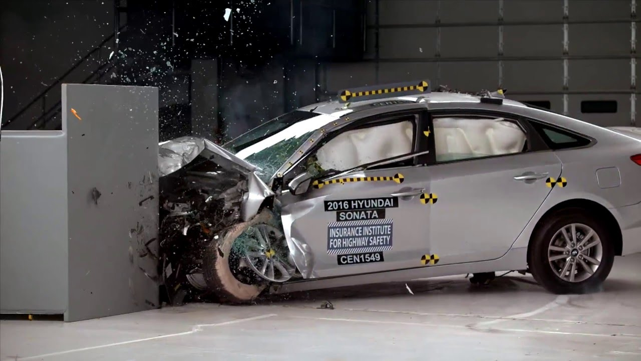 IIHS - 2016 Hyundai Sonata - small overlap crash test / GOOD ...