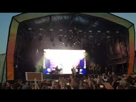 Olly Murs | you don't know love | live sandown racecourse