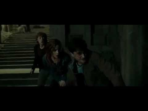 Harry Potter and the Deathly Hallows - Part 2 (Courtyard Apocalypse Scene HD)