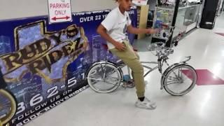 TEXAS TRILL KINGZ Jairo & TJ LAZARD Lowrider bikes