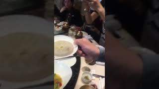 靖江蟹黃湯包怎麼吸—YOYOSHOW王瑞瑤的超級美食家