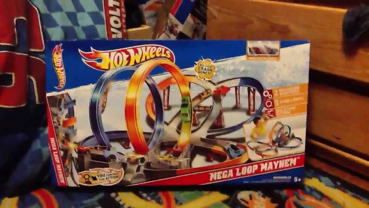 hot wheels mega loop mayhem track set and 5 pack cars. Black Bedroom Furniture Sets. Home Design Ideas