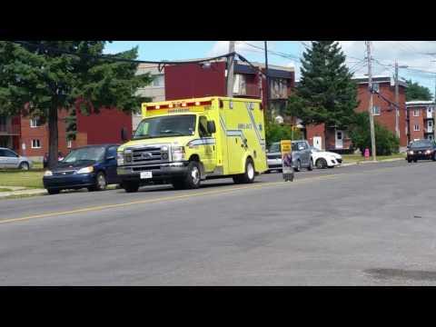SPLL ambulance 9521 responding in Terrebonne QC