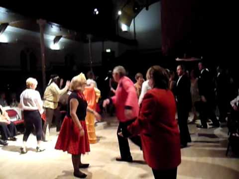 Fancy Dress Barn Dance Rhwng Ddwy With The Pluck Squeeze Band