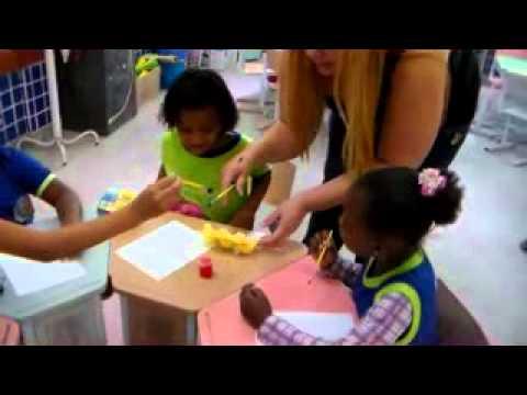 Professora Monica e seus alunos da Educaçao Infantil Descobrindo as Cores