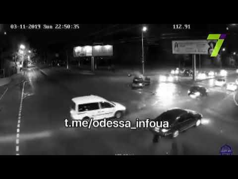 В сети появилось видео ДТП в Малиновском районе Одессы