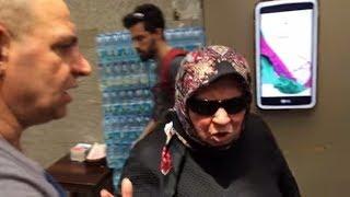 Meşhur Çiğ Köfteci Ali Usta Teyzeden Fırça Yiyor !!! Matrix Teyze