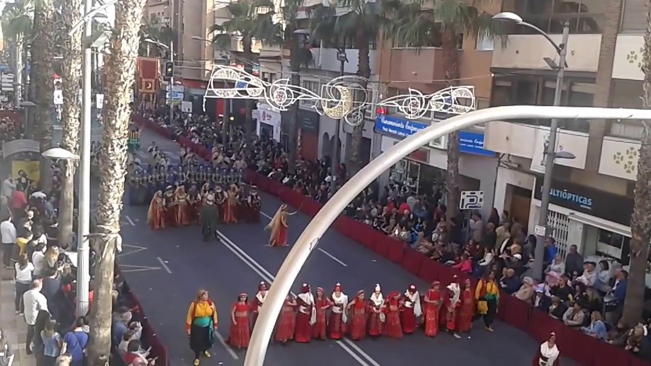 Espectacular desfile de moros y cristianos en san vicente - Farmacia san vicente del raspeig ...