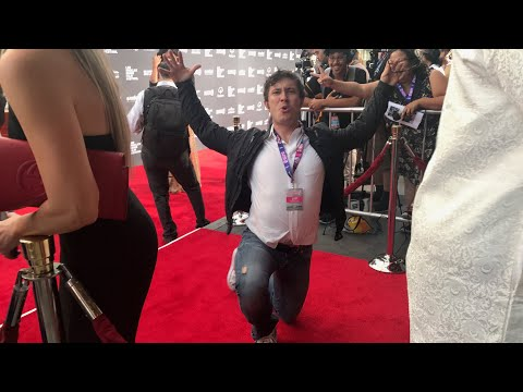 WORST RED CARPET INTERVIEW EVER