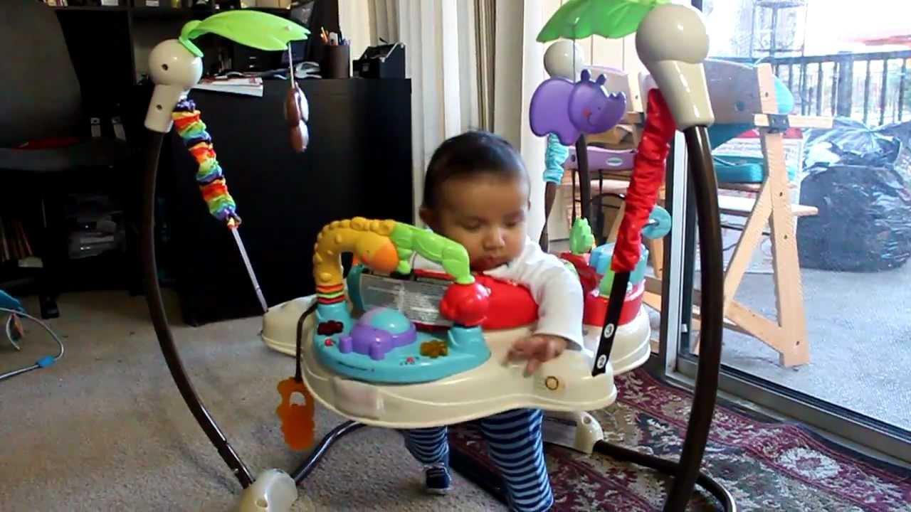 Super bebe de cuatro meses saltando en su silla saltarina for Silla fisher price