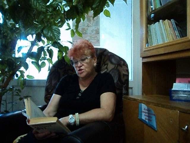 Изображение предпросмотра прочтения – НатальяНаволокина читает произведение «Я тебе ничего не скажу» А.А.Фета