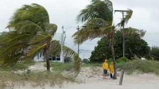 Hurricane Matthew reaches Florida's coast thumbnail