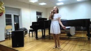 """""""Доброе утро, кошка"""" Исполняет: Алина Шаралапова (12 лет) Преподаватель: Алла Малахова-Богач."""