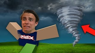 ESCAPE THE TORNADO IN ROBLOX! (ROBLOX Funny Moments!)