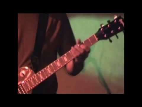 Fredguitarist играет соло на концерте (2006-й год)