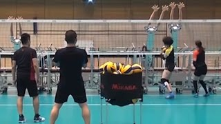 Japan's robot volleyball team