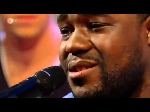 Nelson Müller singt mit Benny & Joyce