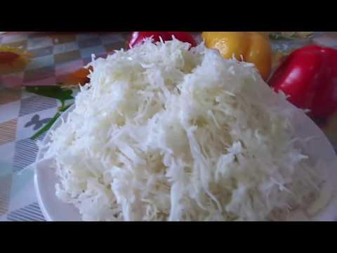 Быстрый и простой способ тонкой и красивой нарезки капусты для салата к праздничному столу.