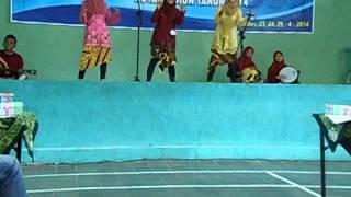 musikalisasi puisi Siswa MAN 2 Madiun oleh Nadia PY, Lina Afifah,dan Dhea