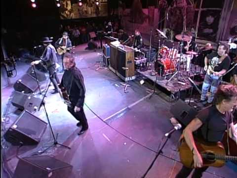 The Highwaymen Desperados Waiting For A Train Live At Farm Aid 1993 Youtube