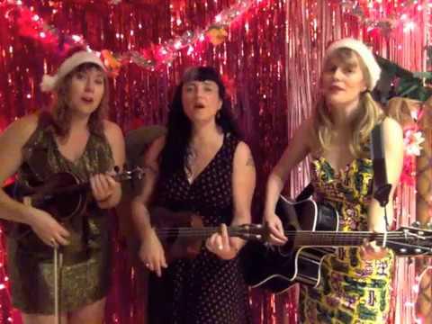 "Wynotte Sisters ""Christmas Island"""