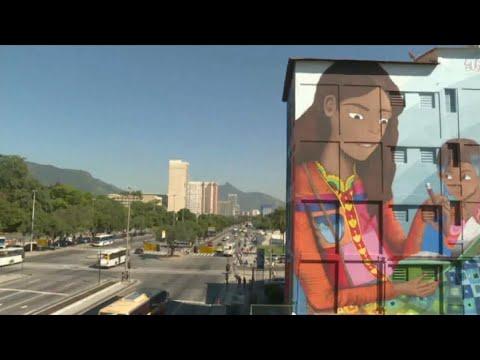 منوعات الآن | فنانة تبرز مهاراتها في الرسم على الجدران في #البرازيل  - 23:22-2017 / 6 / 20