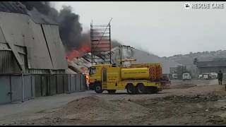 Repeat youtube video Fire rages at Durban factory
